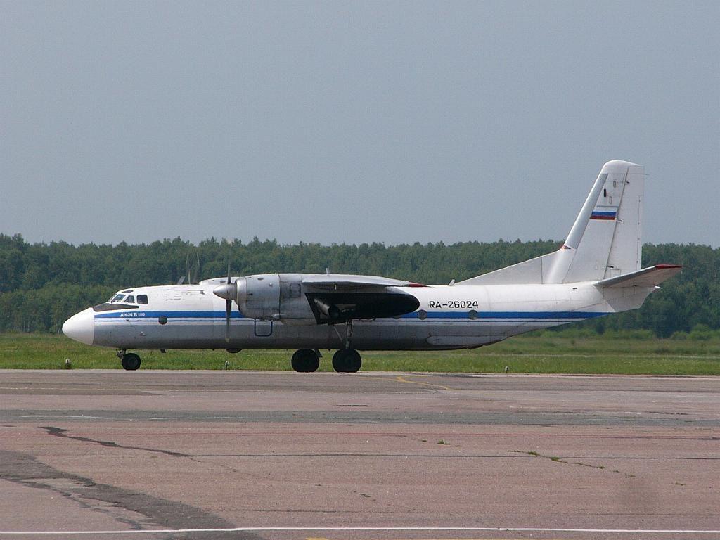 Ан-26Б-100 26024 14июл06 сбоку.jpg
