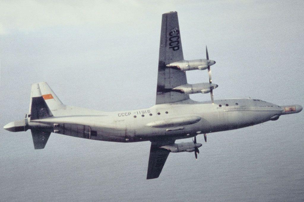 An-12LL_11916_01-1989.jpg