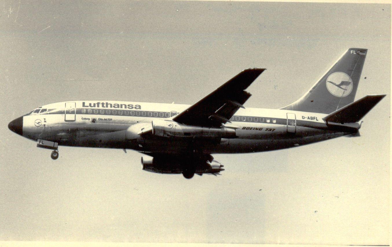D-ABFL B737-230 Lufthasa (1990, SVO).jpg
