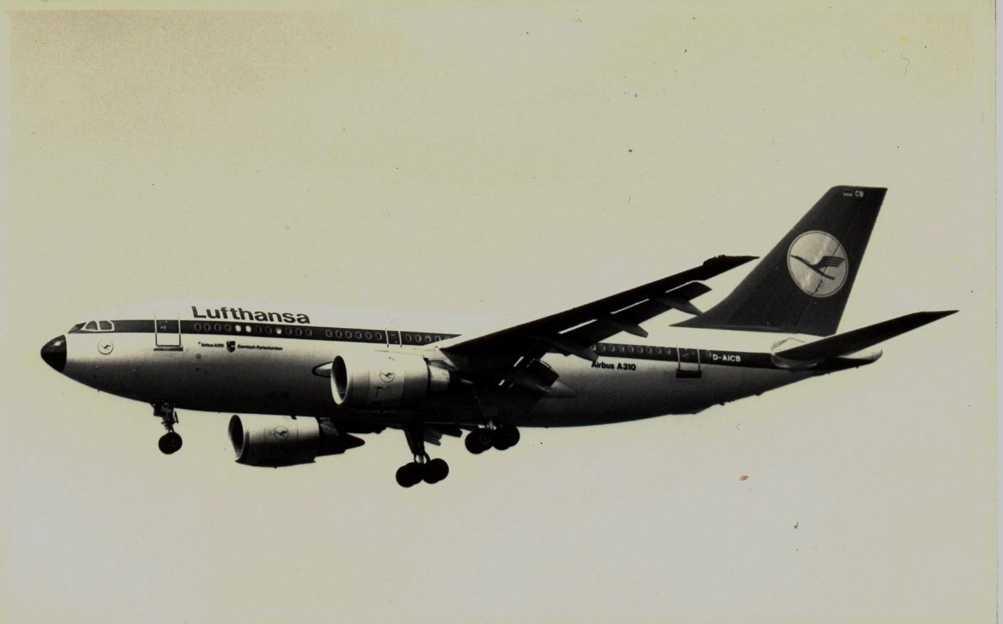 D-AICB A310 Lufthasa (1990, SVO).jpg