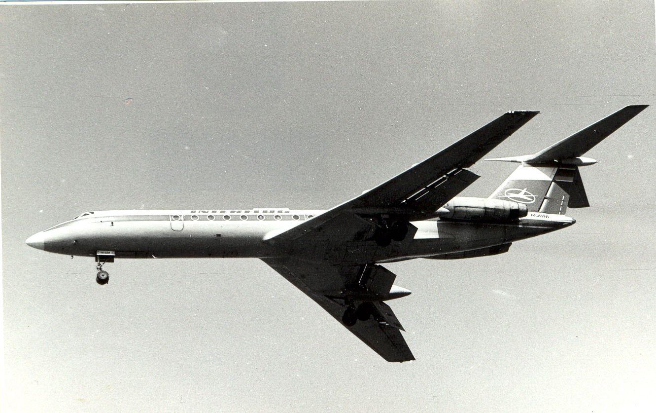 D-AOBM Tu134 Interflug (1990, SVO).jpg