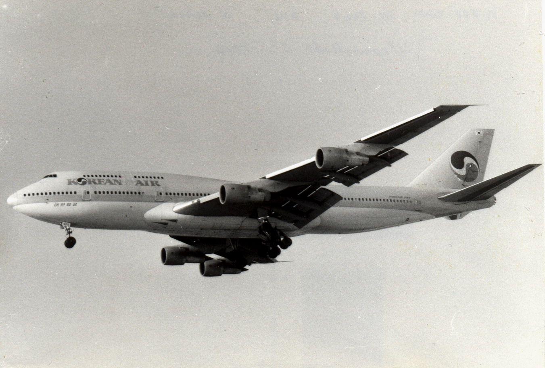 HL-7469 B747-3B5 KAL (1990, SVO).jpg