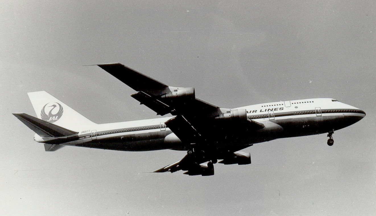 JA8177 B747-346 JAL (1990, SVO).jpg
